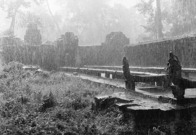Monsoon Rain in Preah Khan, 25,9 x 17,4 cm
